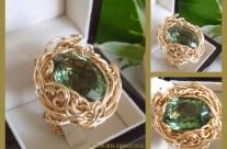 """טבעת IRIS ZAHAV  """"כרמים בגליל """" . מק""""ט  15850251.  הטבעת עם אבן אמטיסט ירוקה אמיתית מלוטשת אובלית.  הטבעת עוצבה בהשראת """"דרך היין""""  הכרמים הירוקים והמדהימים בגליל העליון."""